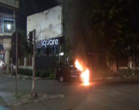 Minibus Hangus Terbakar di Jatinegara, 4 Penumpang Selamat