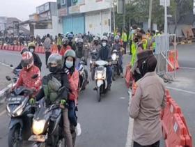 Pemudik Motor di Cirebon Diputar Balik Petugas