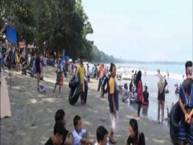 Ribuan Wisatawan Manfaatkan Libur Lebaran di Pantai Carita