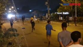 Tembakan Gas Air Mata Hujani Tawuran, Dua Kubu Pemuda Kian Emosi