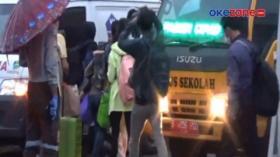 Bus Sekolah Jadi Kendaraan Andalan Evakuasi Pasien Covid-19