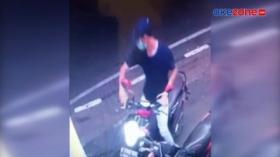 Aksi Pencurian Motor di Area Parkir Minimarket Terekam CCTV