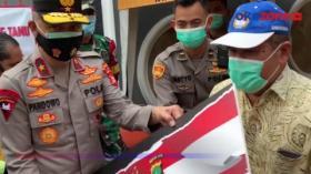 Wakapolda Metro Jaya Tinjau Posko PPKM di Sumur Batu, Beri Bantuan Sembako