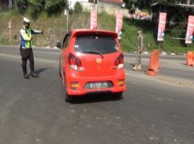 Razia Penyekatan Bandung dan Purwakarta Puluhan Kendaraan Diputar Balik