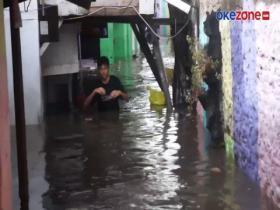 Hujan Deras Disertai Angin Kencang Picu Banjir 2 Meter di Kota Bandung