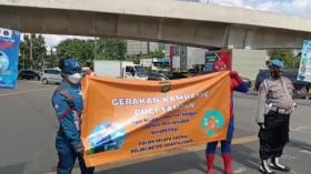 Kasus Covid-19 Melonjak, Polisi Turunkan Pahlawan Super di Jalan Raya