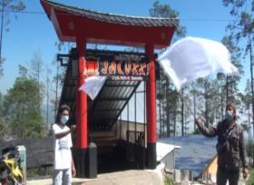 Pelaku Wisata Kibarkan Bendera Putih Simbol Protes PPKM di Mojokerto Jatim