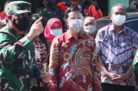 Wali Kota Solo Gibran Rakabuming Blusukan dengan Panglima TNI