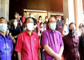 Ratusan Orang Tua Siswa Mendatangi DPRD Bali, Mengadukan Nasib Anaknya