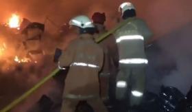 Kebakaran Hebat Terjadi di Meruya Jakbar, 5 Mobil Pengangkut Elpiji Hangus