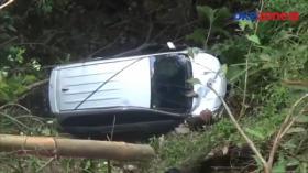 Mobil Terjun ke Jurang Sedalam 50 Meter, Evakuasi Sulit karena Medan Ekstrim