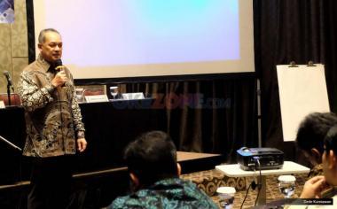 Wakil Ketua Umum ATVSI Syafril Nasution dalam seminar dengan tema menyelamatkan industri penyiaran Indonesia di Jakarta. Kamis (18/5/2017). Dalam seminar tersebut Poin-poin yang akan dielaborasi antara lain Perizinan penyiaran, Konsolidasi atau sinergi, Digitalisasi dan antisipasi perkembangan teknologi dan Komite ad hoc digital nasional.