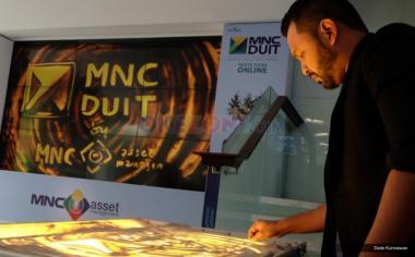 Peluncuran MNC DUIT di lobby MNC Financial Center, Jakarta, Jumat (19/5/2017). Reksa dana online MNC DUIT hadir untuk menjadi solusi bagi keinginan masyarakat berinvestasi di era digital dengan kemudahan serta keamanan fitur-fitur yang diberikan. Fasilitas tersebut dapat diakses melalui www.mncduit.co.id atau juga dapat diunduh melalui perangkat Android di Google Play Store.