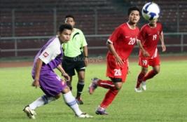 Pemain timnas Bambang Pamungkas saat laga uji coba melawan tim divisi utama Persita Tangerang.