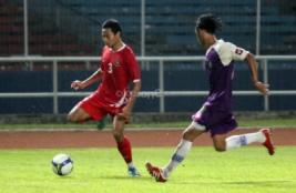 Pemain Timnas M Ridhuan saat laga uji coba melawan tim divisi utama Persita Tangerang.