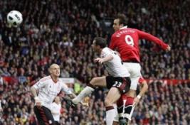 Gol Dimitar Berbatov sekaligus membawa Manchester United unggul terhadap Liverpool.