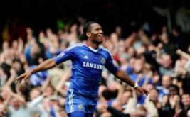 Aksi Didier Drogba setelah merayakan gol kemenangan untuk Chelsea