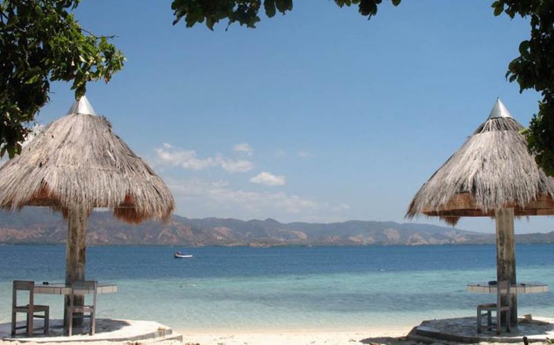 Pulau Tujuh Belas Riung di Flores, NTT, memiliki keindahan, di mana lautnya yang jernih hingga bisa terlihat dengan jelas dengan mata telanjang.