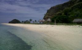 Pulau Tujuh Belas Riung di Flores, merupakan pulau yang terdiri dari gugusan pulau-pulau besar dan kecil yang tersebar dengan jumlah 17 pulau.