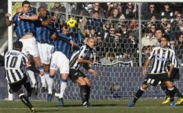 Gol dicetak Di Natale melalui tendangan bebas di luar kotak penalti melewati hadangan pagar betis pemain Inter.