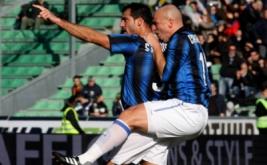 Selebrasi Dejan Stankovic bersama Esteban Cambiasso usai mencetak gol pembuka bagi Inter Milan