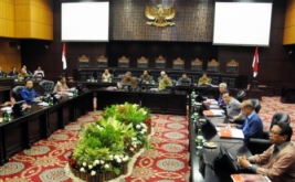 Presiden RI Susilo Bambang Yudhoyono didampingi Wakil Presiden RI Boediono memimpin pertemuan  tujuh lembaga negara di gedung Mahkamah Konstitusi.
