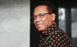 Menteri Koordinator Politik Hukum dan Keamanan (Menkopolhukam) Joko Suyanto tiba di gedung Mahkamah Konstitusi untuk mengikuti pertemuan dengan tujuh lembaga negara di gedung Mahkamah Konstitusi.