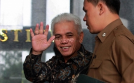 Menteri Koordinator Bidang Perekonomian Hatta Rajasa tiba di gedung Mahkamah Konstitusi untuk mengikuti pertemuan dengan tujuh lembaga negara di gedung Mahkamah Konstitusi.