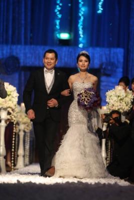 Sebuah sejarah diukir CEO MNC Grup Hary Tanoesoedibjo dan Liliana Tanaja. Pasangan ideal ini merayakan 25 tahun sejarah panjang pernikahan bersama lima buah hatinya tercinta di Hotel Ritz Carlton, Jakarta.