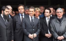 Presiden Prancis Nicolas Sarkozy mengencam peristiwa penembakan di sekolah Yahudi yang menewaskan empat orang, termasuk seorang rabbi dan dua orang anaknya, serta seorang bocah berusia tujuh tahun. Sarkozy juga mulai memburu tersangka.