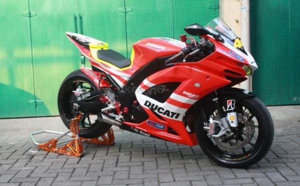 Kawasaki Ninja 250 Rasa Ducati GP12 Valentino Rossi