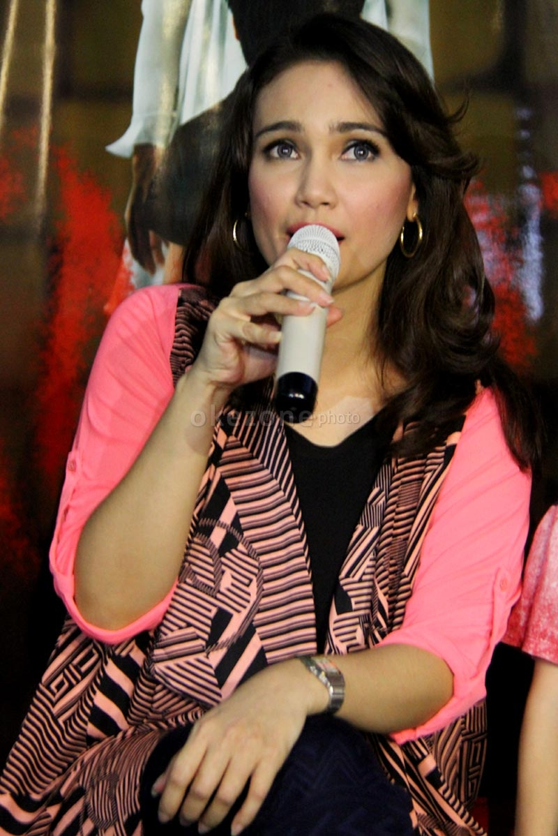 Feby Febiola di acara gala premier film KM 97 di Studio 2 XXI Epicentrum, Kuningan, Jakarta Selatan, Selasa (19/3/2013).