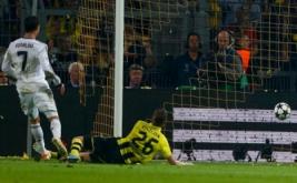 Cristiano Ronaldo berhasil menyamakan kedudukan menjadi 1-1 pada menit ke-43. Berawal Higuain berhasi merebut bola dari blunder yang dilakukan oleh Hummels yang kemudian diteruskan kepada Ronaldo dan menjadi gol.