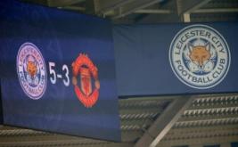 Papan skor memperlihatkan Leicester City unggul atas Manchester United, 5-1.