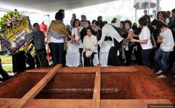 Pemakaman Frans Tumbuan