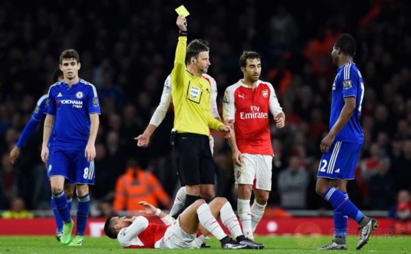 Chelsea Kalahkan 10 Pemain Arsenal