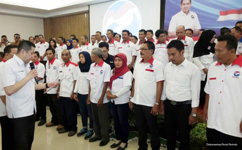 Ketua Umum Partai Persatuan Indonesia (Perindo) Hary Tanoesoedibjo saat pelantikan 152 DPC Partai Perindo se-Kalimantan Selatan di Banjarmasin, Kalimantan Selatan, Kamis (3/3/2016).