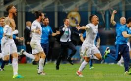 Ekspresi kebahagiaan pemain Real Madrid saat gol penentu kemenangan.