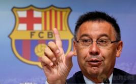 Presiden Barcelona Josep Maria Bartomeu dalam konferensi pers di Barcelona, Spanyol, Kamis (30/6/2016) waktu setempat. Barcelona telah berhasil mencapai kata sepakat terkait kontrak baru Neymar. Neymar telah menyepakati kontrak anyar berdurasi lima tahun dengan Barcelona.