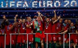 Timnas Portugal keluar sebagai jawara Piala Eropa 2016 setelah mengalahkan tuan rumah Prancis lewat gol semata wayang yang dicetak Eder di masa perpanjangan waktu.