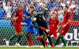 Kiper timnas Portugal Rui Patricio terpilih menjadi Pemain Terbaik di partai final Piala Eropa 2016 yang mempertemukan Portugal dengan tuan rumah Prancis. Dalam laga tersebut, Patricio tercatat mengagalkan delapan tembakan yang mengarah ke gawangnya.