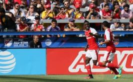 Joel Campbell (kiri) selebrasi usai mencetak gol ke gawang MLS All Stars pada menit 11 melalui tendangan penalti.