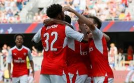 Pemain Arsenal merayakan gol yang dicetak pemain muda Chuba Akpom pada menit 87.