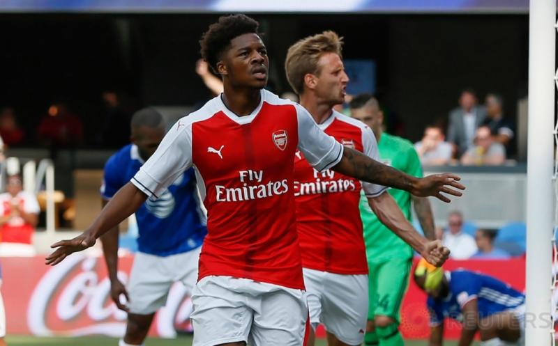 Pemain muda Arsenal Chuba Akpom selebrasi usai mencetak gol ke gawang MLS All Stars pada menit 87.
