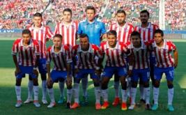 Pemain Chivas de Guadalajara berpose sebelum memulai laga persahabatan kontra Arsenal.