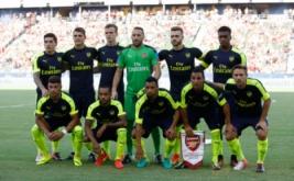 Pemain Arsenal berpose sebelum memulai laga persahabatan kontra Chivas de Guadalajara.