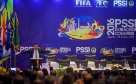 Plt Ketua Umum Persatuan Sepak bola Seluruh Indonesia (PSSI) Hinca Panjaitan menyampaikan sambutan ketika pembukaan Kongres Luar Biasa PSSI di Jakarta, Rabu (3/8/2016). KLB PSSI yang dihadiri para pemilik suara itu membahas enam agenda diantaranya pemilihan Plt Ketua Umum PSSI hingga kongres pemilihan terdekat, penetapan pemilihan Komite Exco, Penetapan tanggal pelaksanaan Kongres Tahunan Pemilihan PSSI dan Pengesahan revisi Kode Pemilihan PSSI.