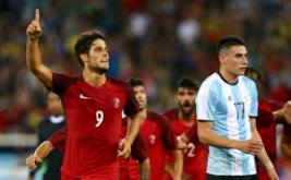 Goncalo Paciencia selebrasi usai mencetak gol ke gawang Argentina pada menit 66 pada laga perdana Grup D Olimpiade 2016 di Olympic Stadium, Jumat (5/8/2016) dini hari WIB.