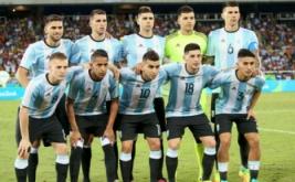 Skuad Argentina berpose sebelum melawan Portugal pada laga perdana Grup D Olimpiade 2016 di Olympic Stadium, Jumat (5/8/2016) dini hari WIB.