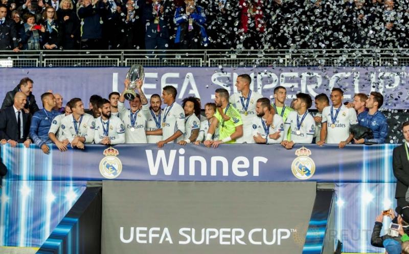 Para pemain Real Madrid meluapakan kegembiraa usai berhasil menjadi juara  Piala Super Eropa 2016 di Lerkendal Stadion, Norwegia, Rabu (10/8/2016). Real Madrid keluar sebagai juara Piala Super Eropa 2016. Los Blancos sukses mengalahkan Sevilla 3-2, mereka juga pernah meraih gelar juara serupa pada 2002 dan 2014.